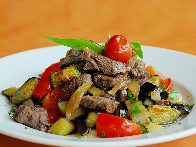 Говядина тушёная с овощами рецепт с фото